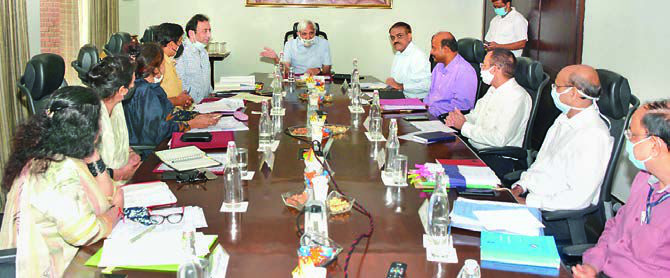 CEC Sunil Arora Praveen Gupta Krishna Kunal along with other officials during the meeting.